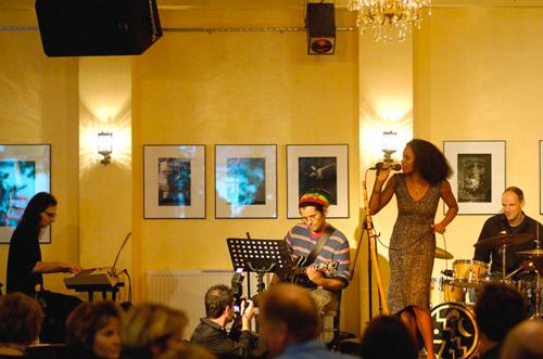 Regina Advento/ Christoph Iacono. Gäste: Alex de Macedo/ Mickey Neher Warkocz (Café ADA) - Foto: K. H. Krauskopf