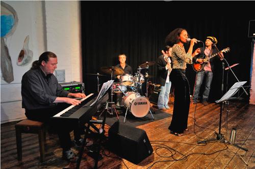Rrose Selavy ( Wolfgang Eichler/ Andreas Landrock) + Armin Alic /Regina Advento/ Alex de Macedo (Konzert in der Band Fabrik) - Foto: K. H. Krauskopf